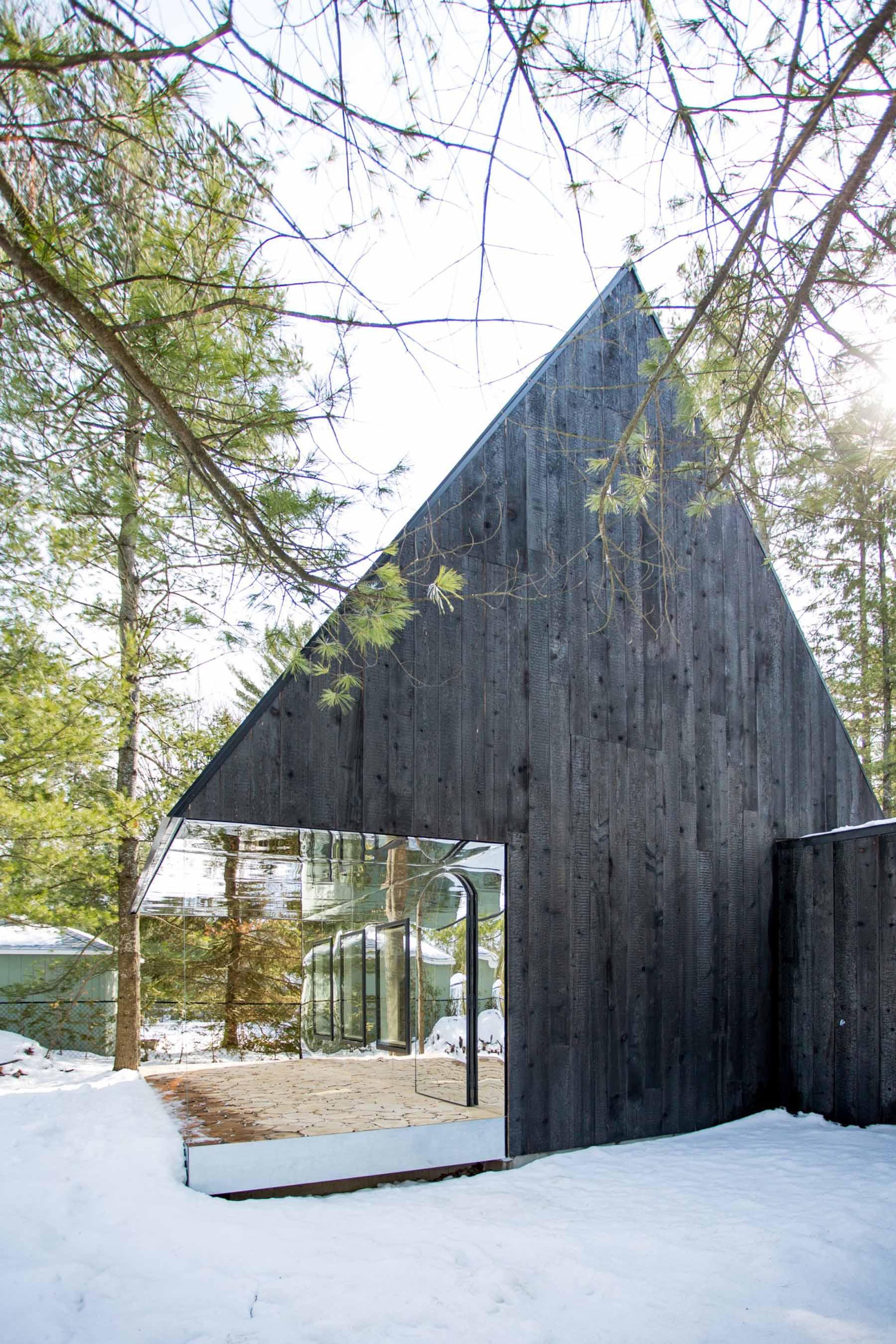 iGNANT-Architecture-UUfie-The-Lake-Cottage-13