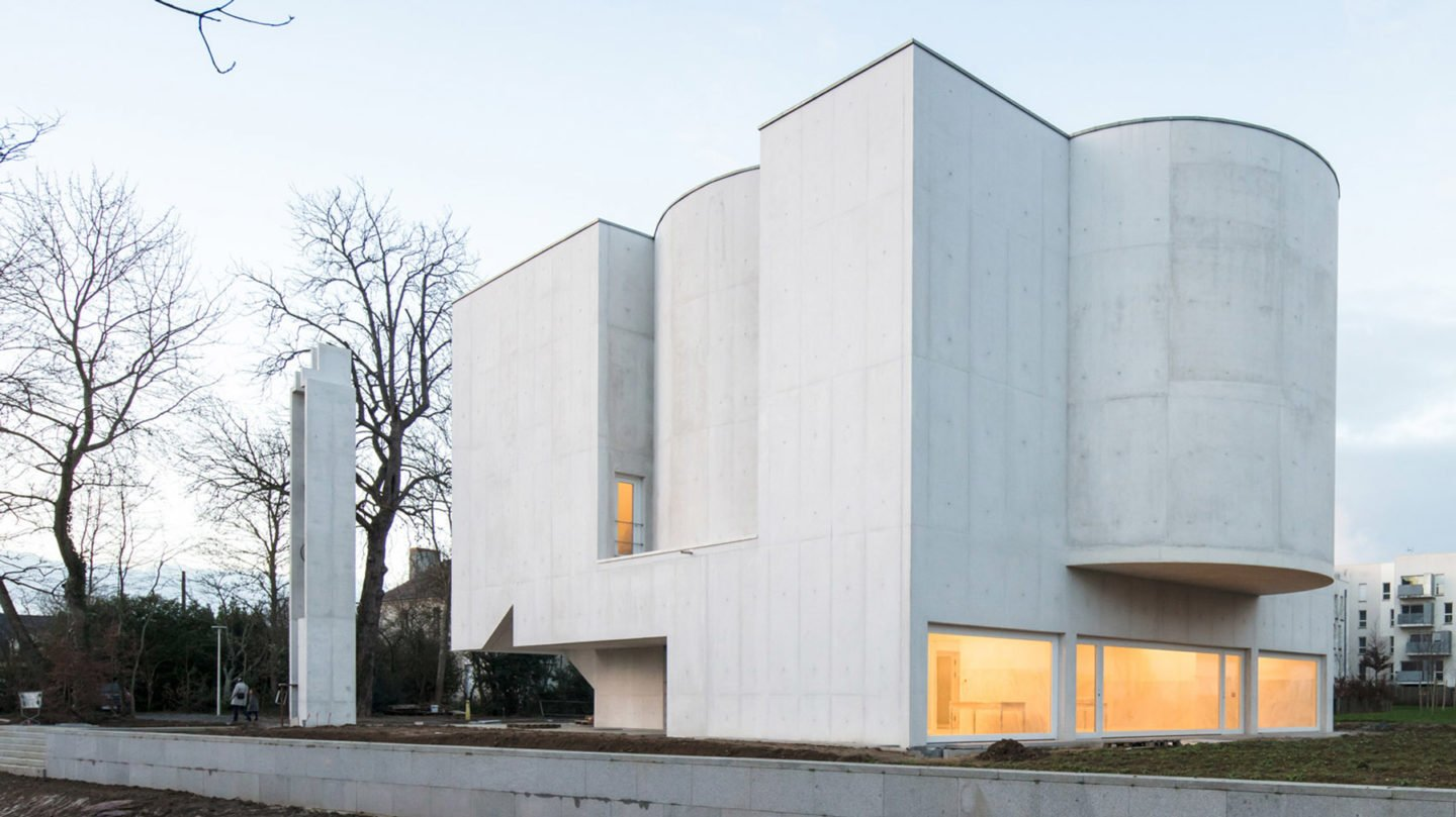 iGNANT-Architecture-Alvaro-Siza-Brittany-Church-001