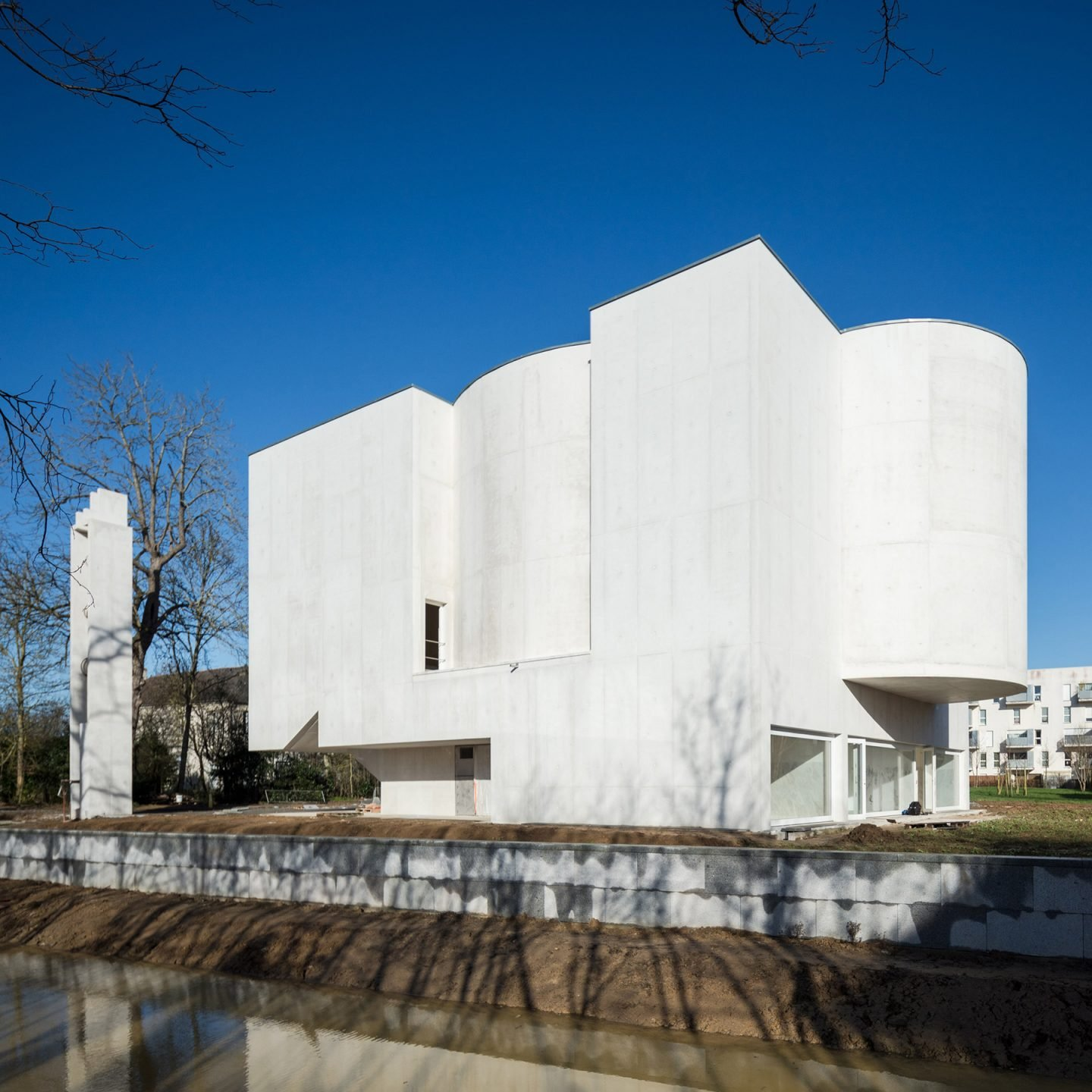 Álvaro Siza Designs A White-Concrete Modernist Church - IGNANT