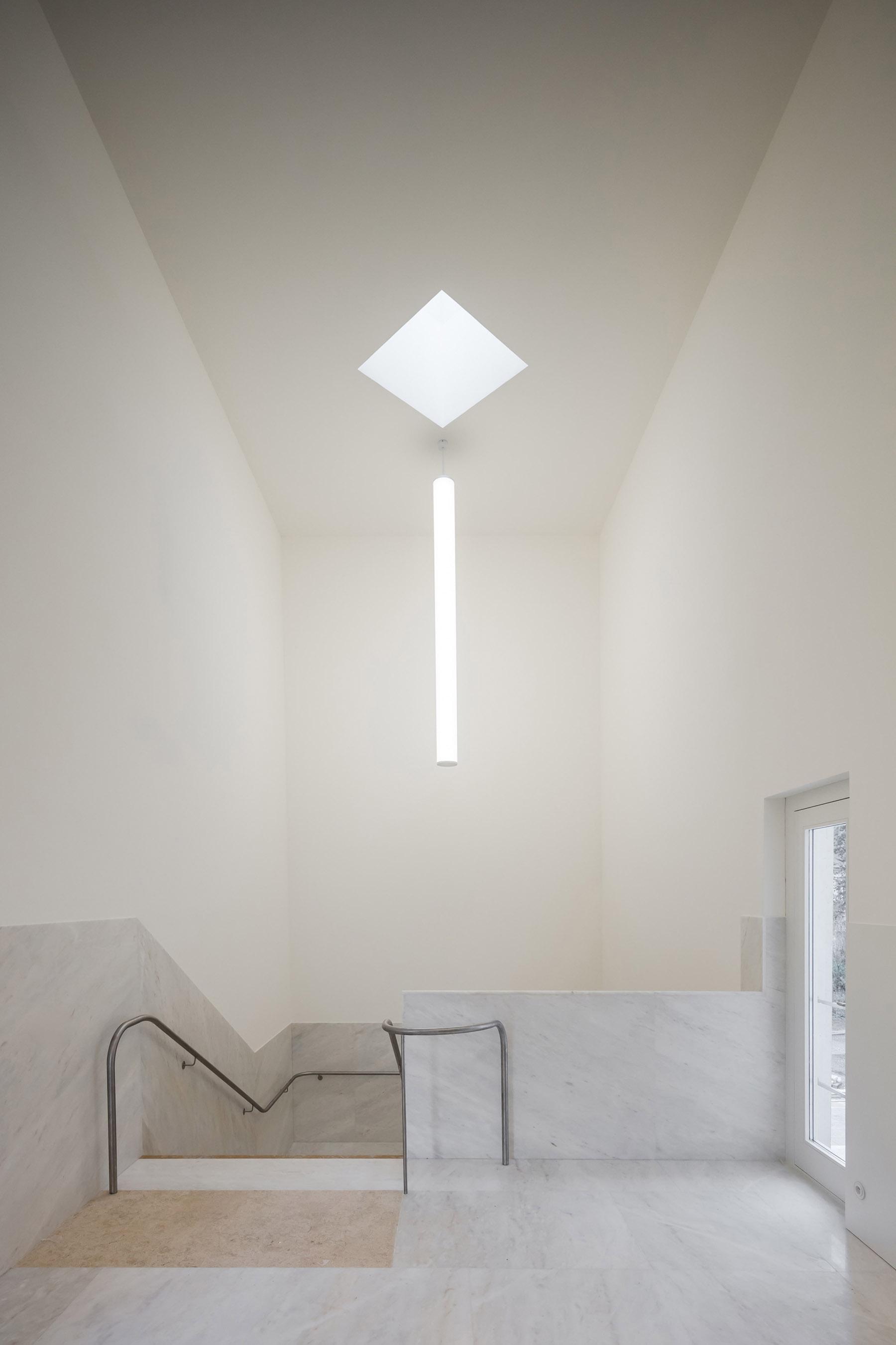 iGNANT-Architecture-Alvaro-Siza-Brittany-Church-010