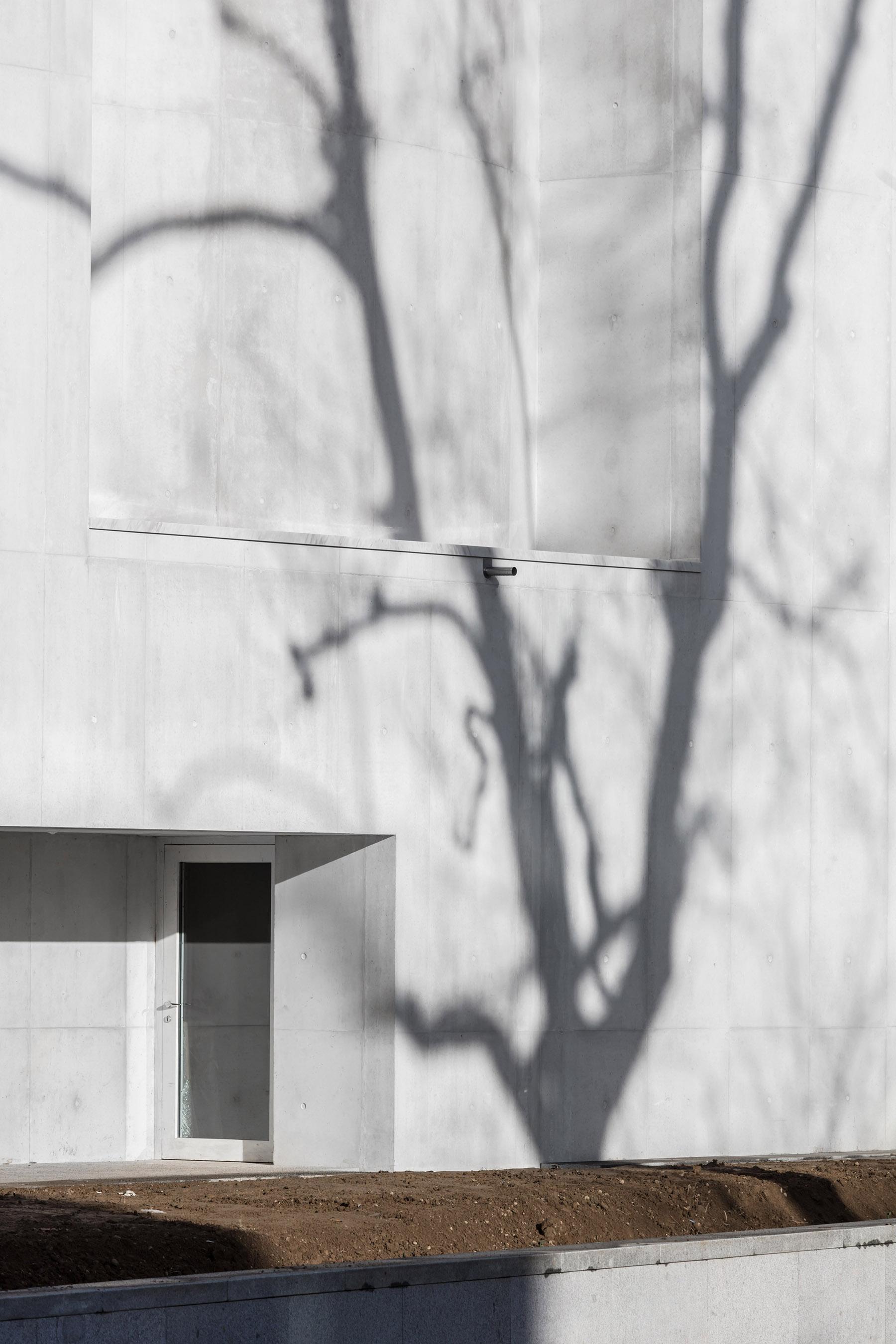 iGNANT-Architecture-Alvaro-Siza-Siza-Brittany-Church-018