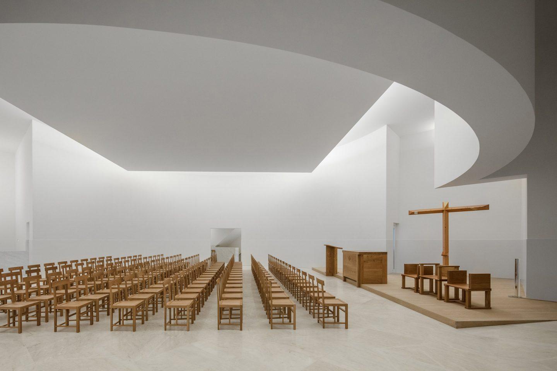 193 Lvaro Siza Designs A White Concrete Modernist Church Ignant