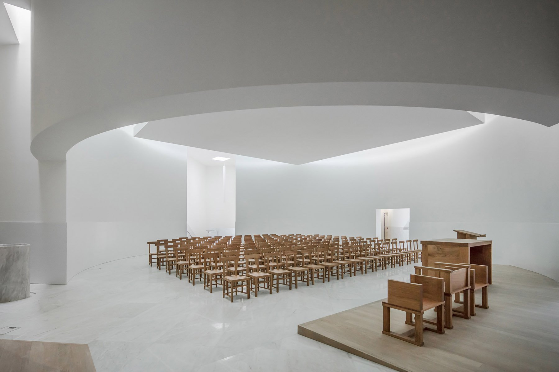 iGNANT-Architecture-Alvaro-Siza-Siza-Brittany-Church-022