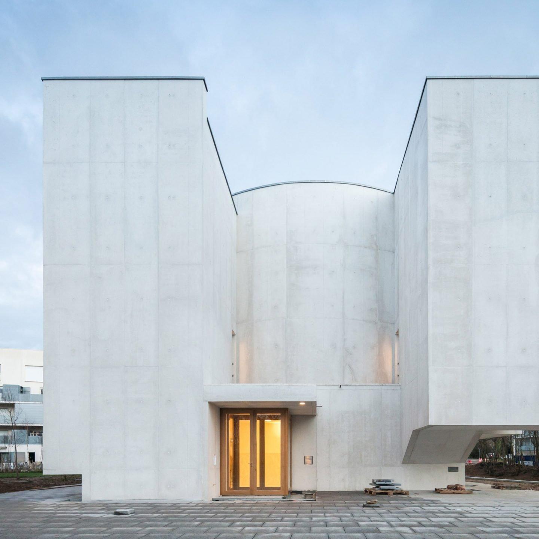 iGNANT-Architecture-Alvaro-Siza-Siza-Brittany-Church-027