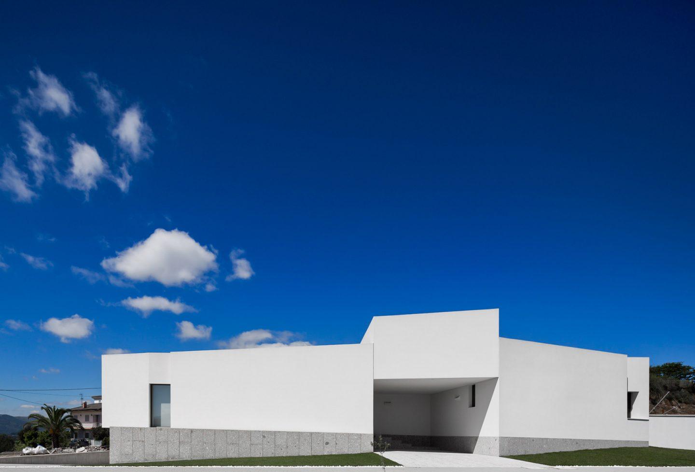 iGNANT-Architecture-Rue-Vieira-Oliveira-Brunhais-House-04