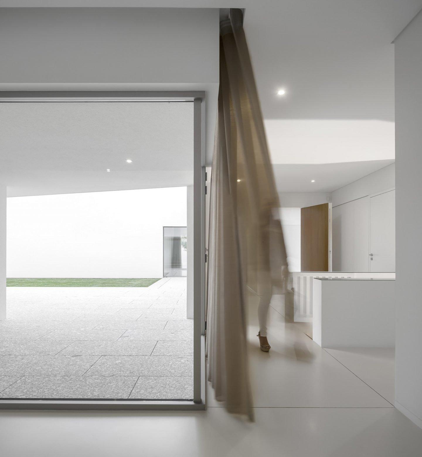 iGNANT-Architecture-Rue-Vieira-Oliveira-Brunhais-House-11