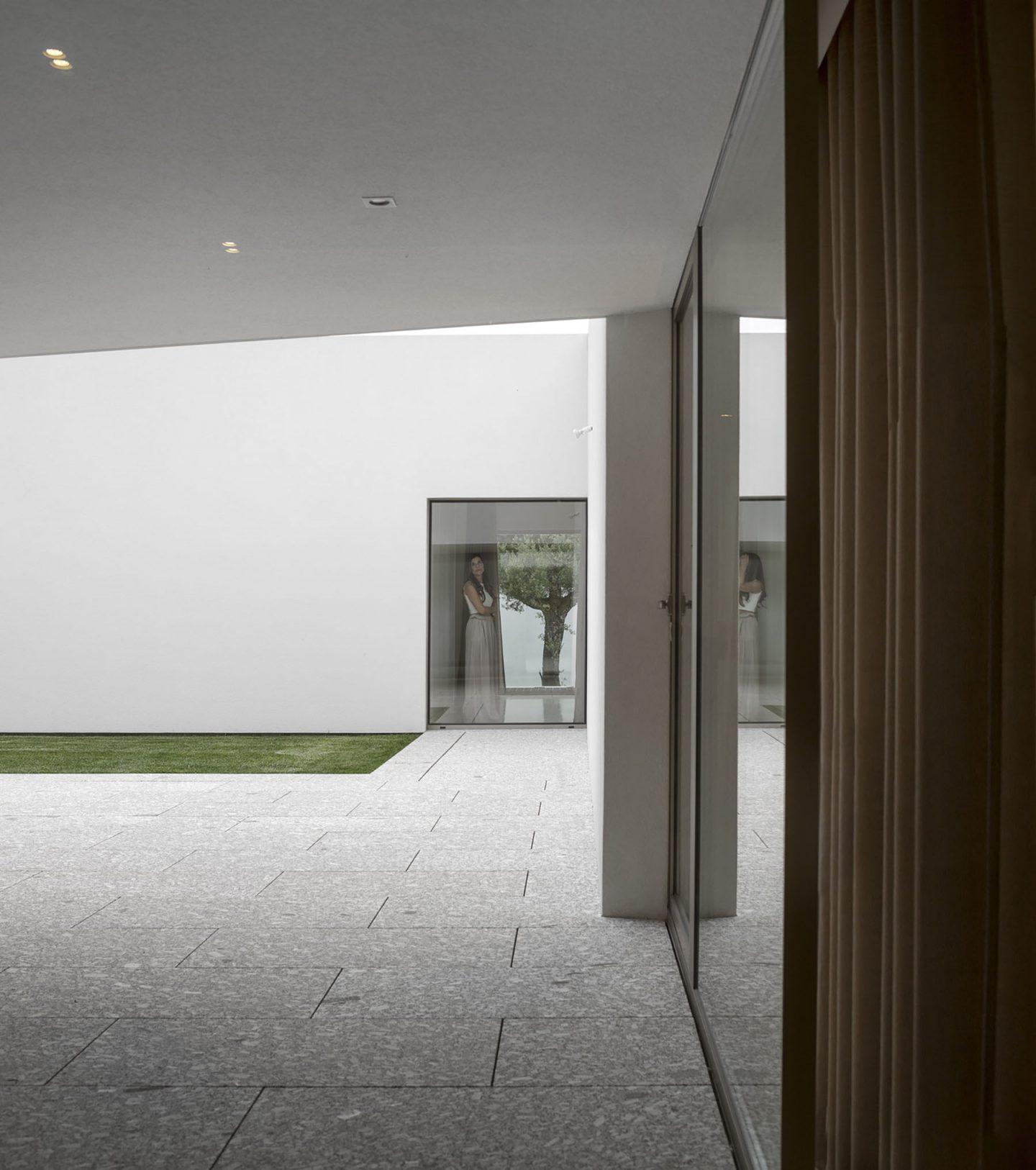 iGNANT-Architecture-Rue-Vieira-Oliveira-Brunhais-House-12