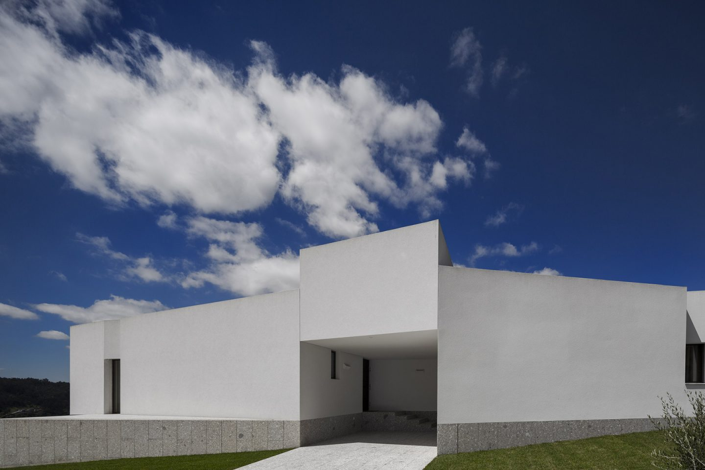 iGNANT-Architecture-Rue-Vieira-Oliveira-Brunhais-House-13