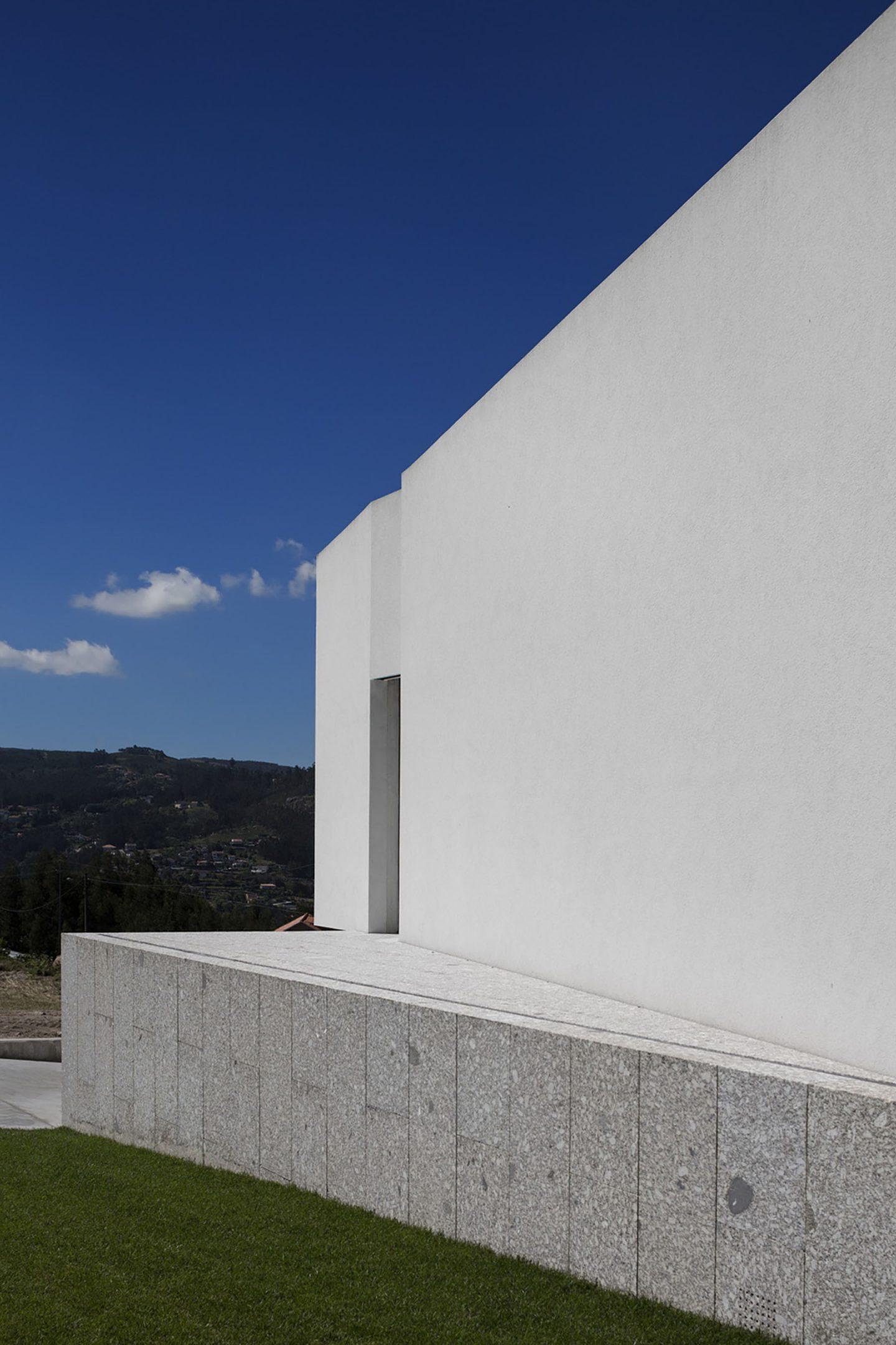 iGNANT-Architecture-Rue-Vieira-Oliveira-Brunhais-House-25