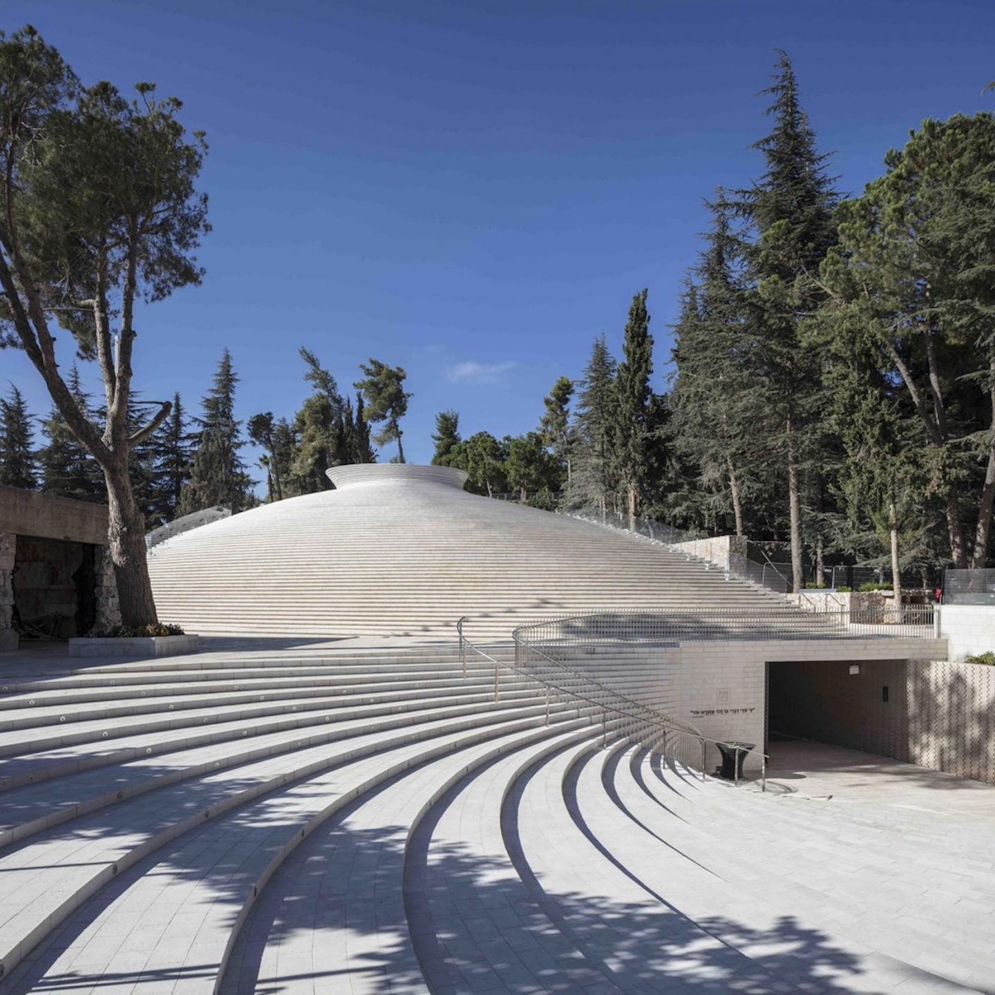 iGNANT-Architecture-Kimmel-Eshkolot-Architects-Mount-Herzl-Memorial-Hall-17