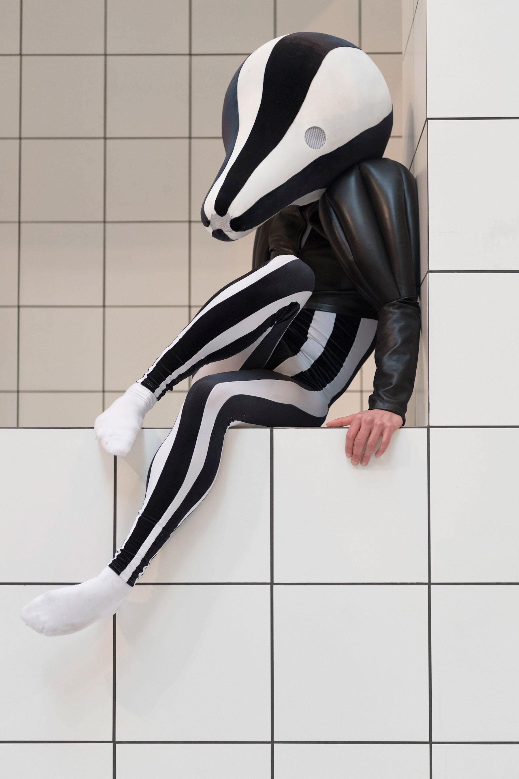 iGNANT-Fashion-Jonathan -Anderson-Anthea-Hamilton-The-Squash-04