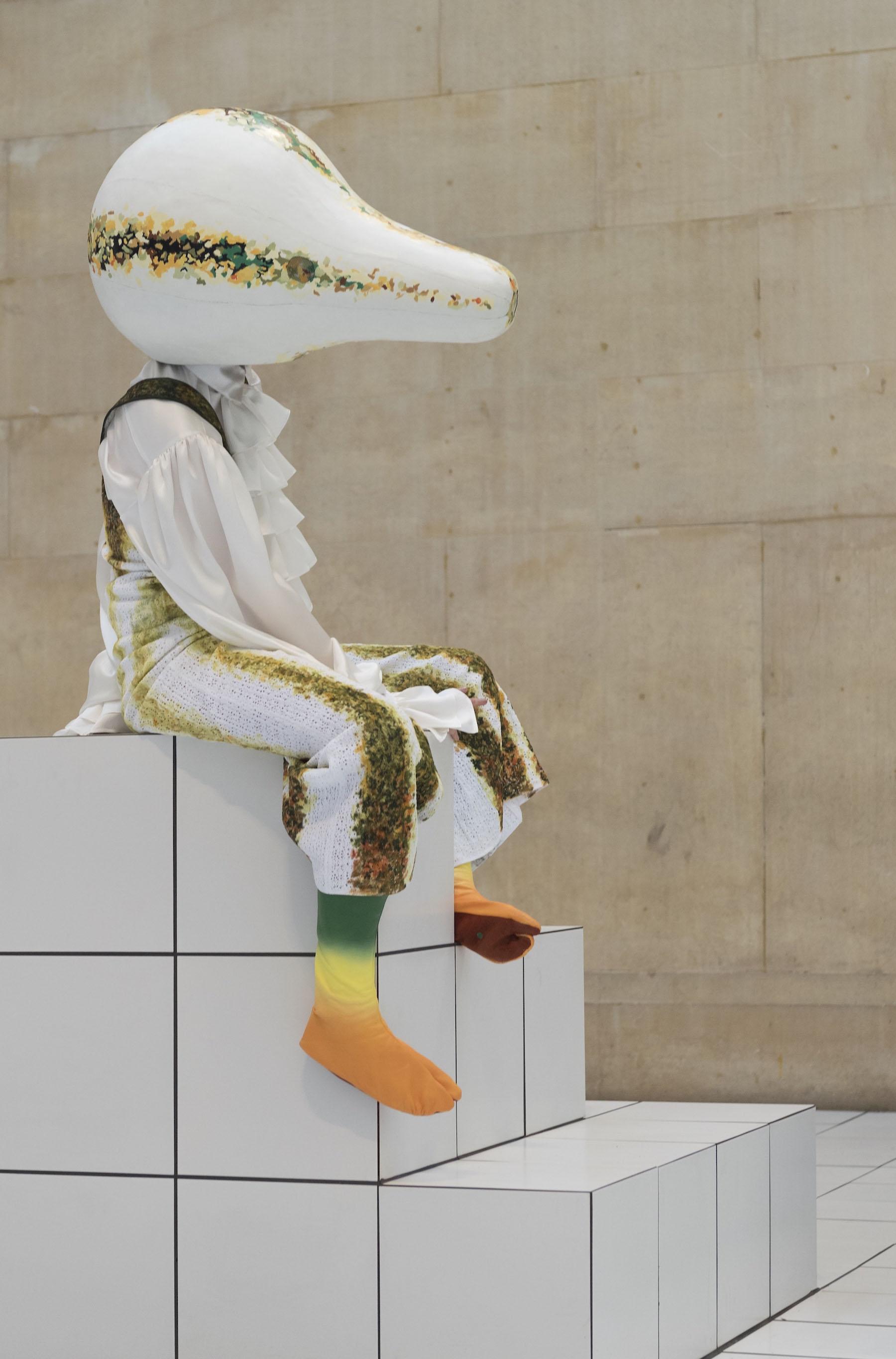 iGNANT-Fashion-Jonathan -Anderson-Anthea-Hamilton-The-Squash-07