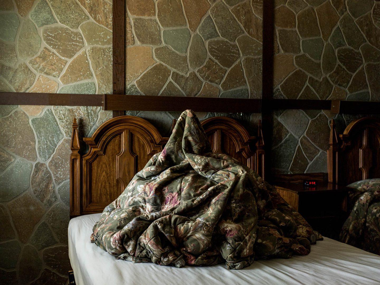 iGNANT-Photography-Noah -Kalina-Bedmounds-01