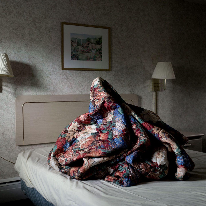 iGNANT-Photography-Noah -Kalina-Bedmounds-11