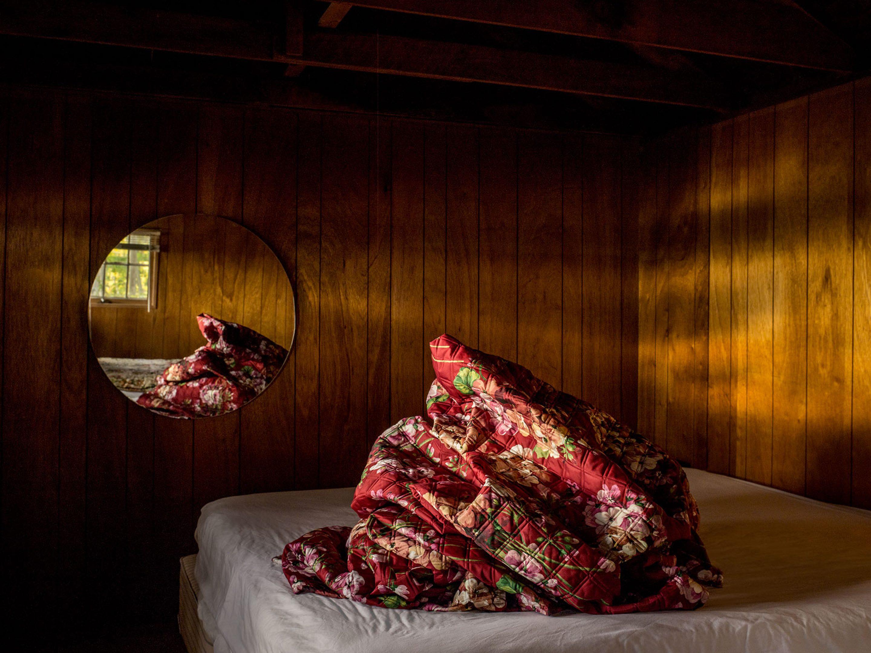iGNANT-Photography-Noah -Kalina-Bedmounds-13