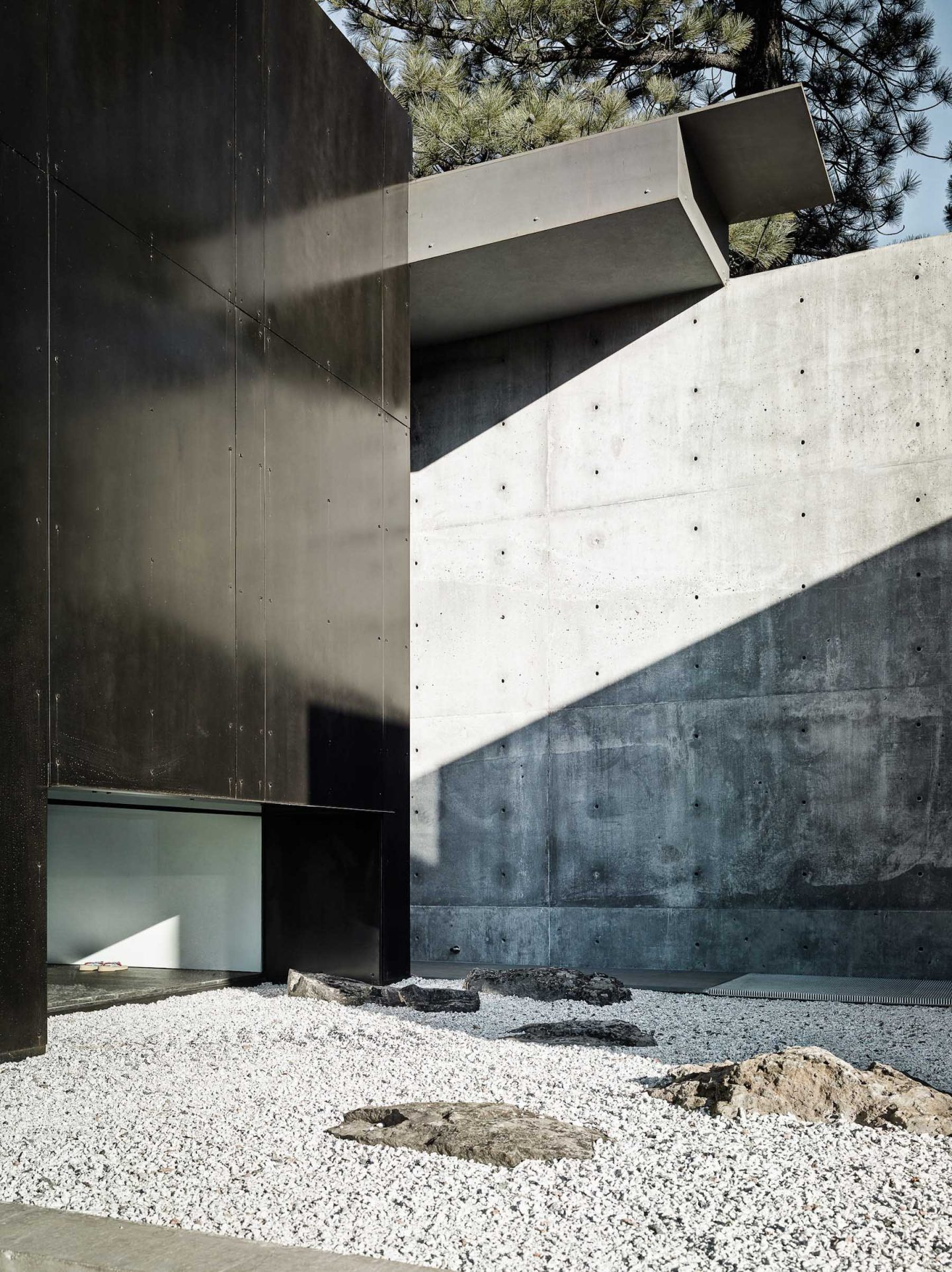 iGNANT-Architecture-Faulkner-Architects-Creek-House-14