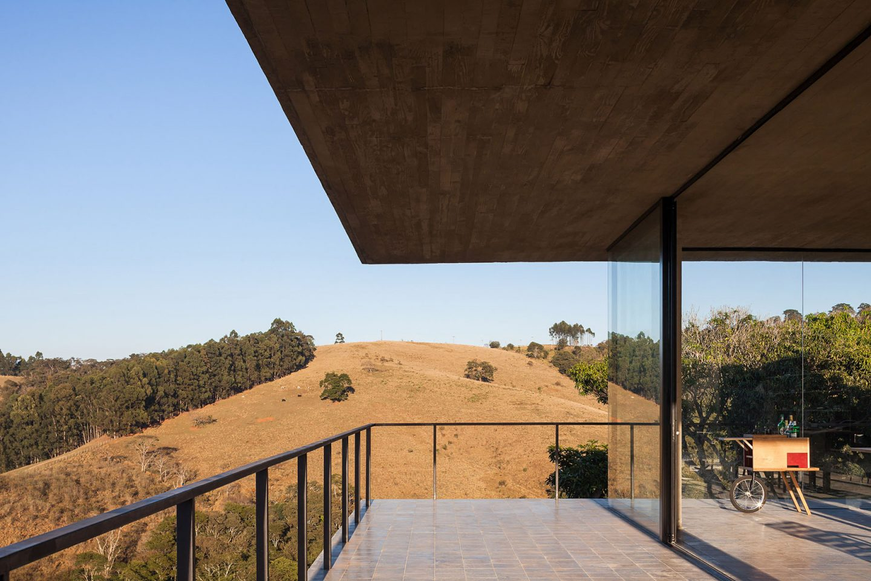 iGNANT-Architecture-Felipe-Rodrigues-Moenda-House-013