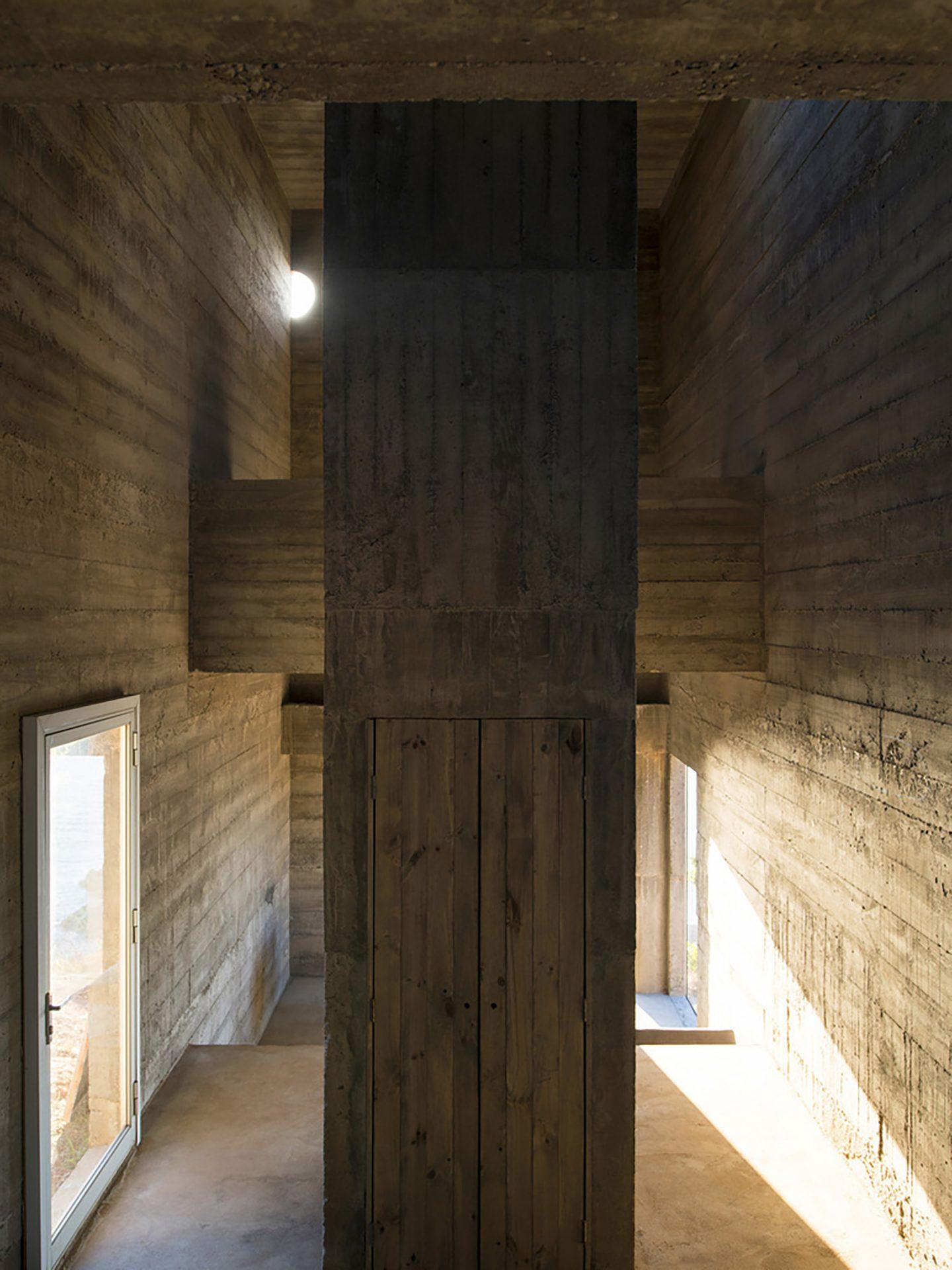 iGNANT-Architecture-Pezo-von-Ellrichshausen-Loba-House-008