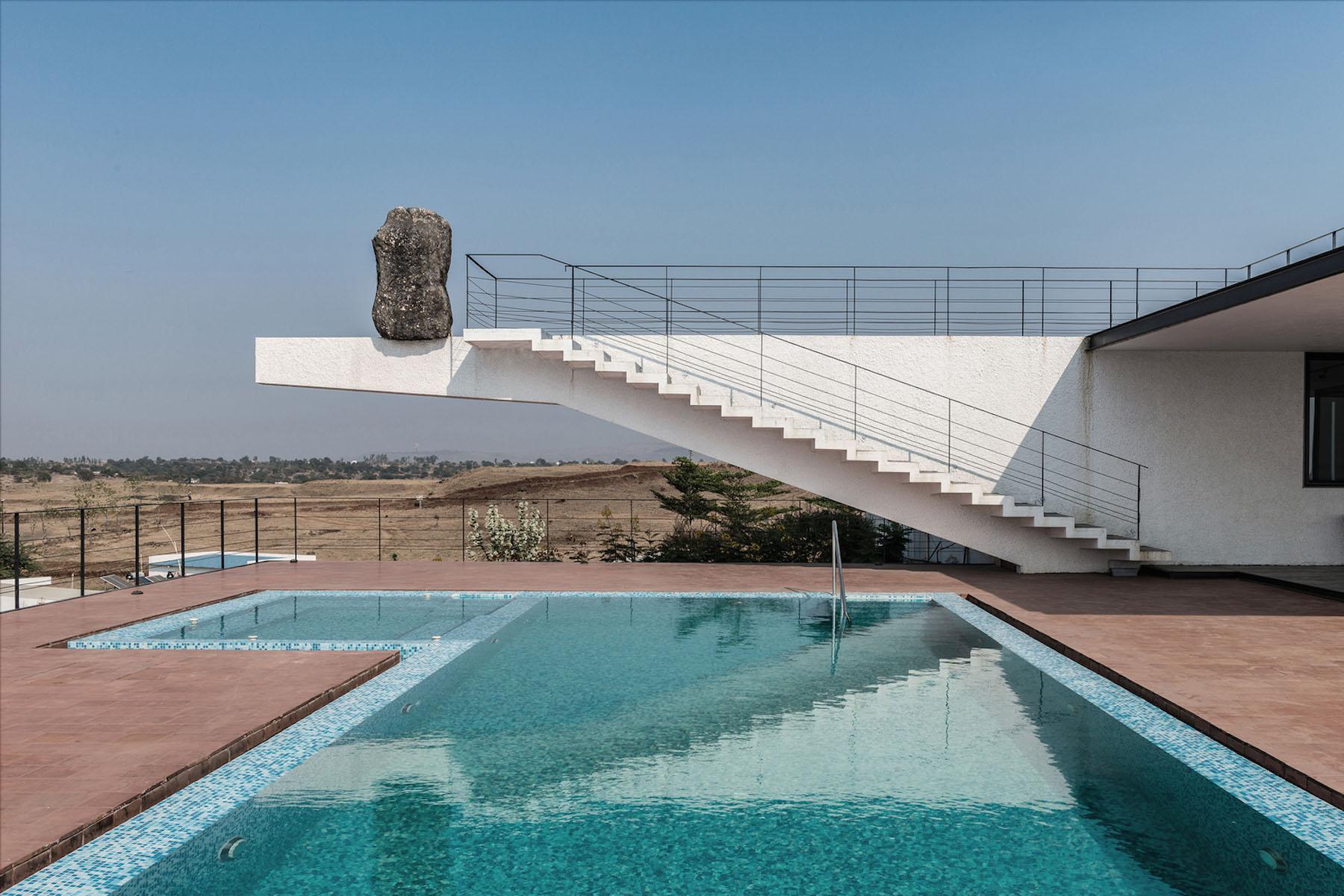 iGNANT-Architecture-Spasm-Design-The-Soaring-Rock-01