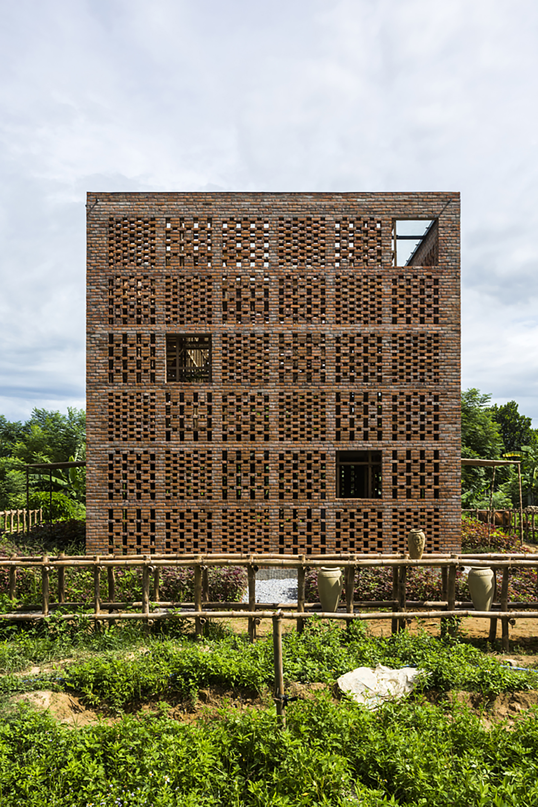 iGNANT-Architecture-Tropical-Space-Terracotta-Studio-024