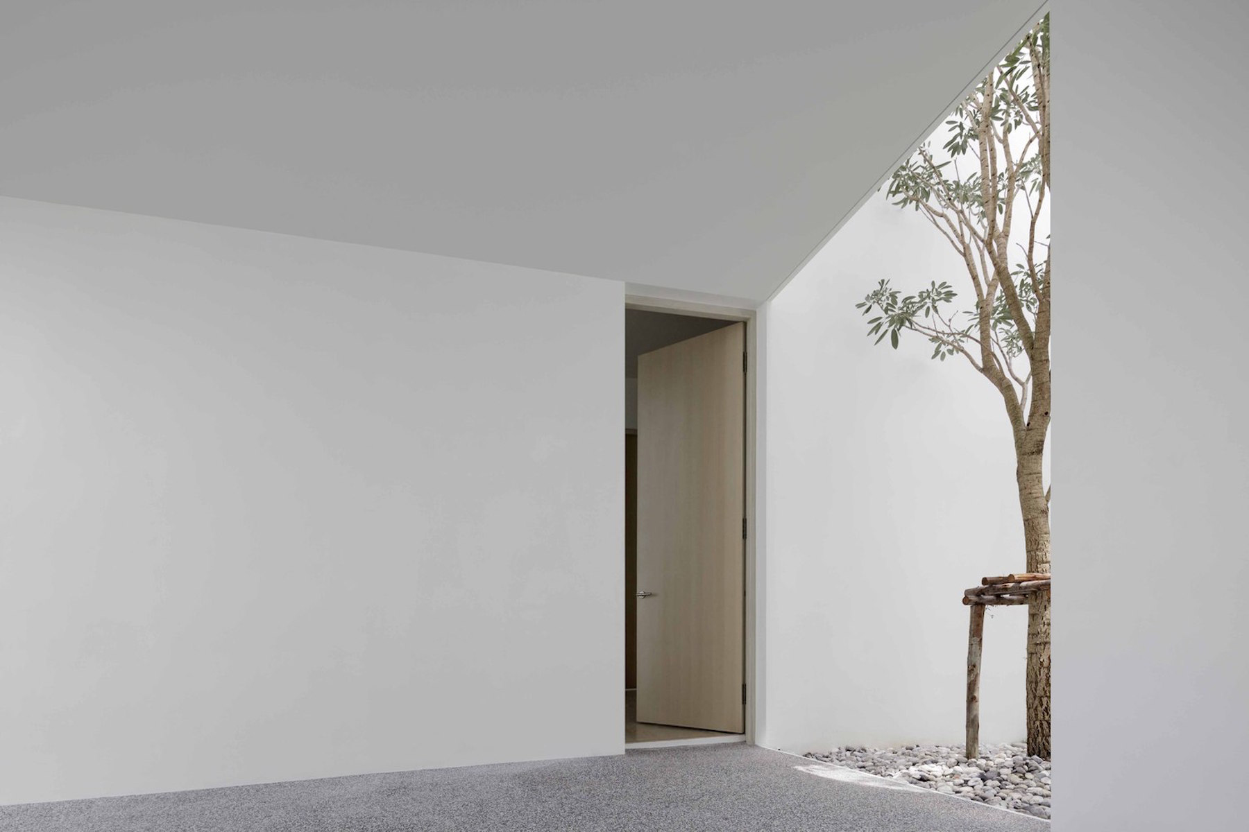 iGNANT-Architecture-Ayutt-And-Associates-Design-White-Box-House-02