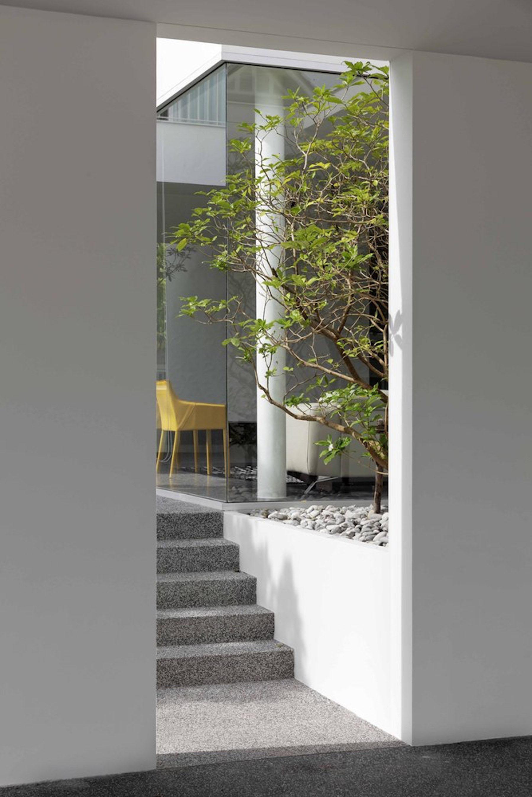 iGNANT-Architecture-Ayutt-And-Associates-Design-White-Box-House-04