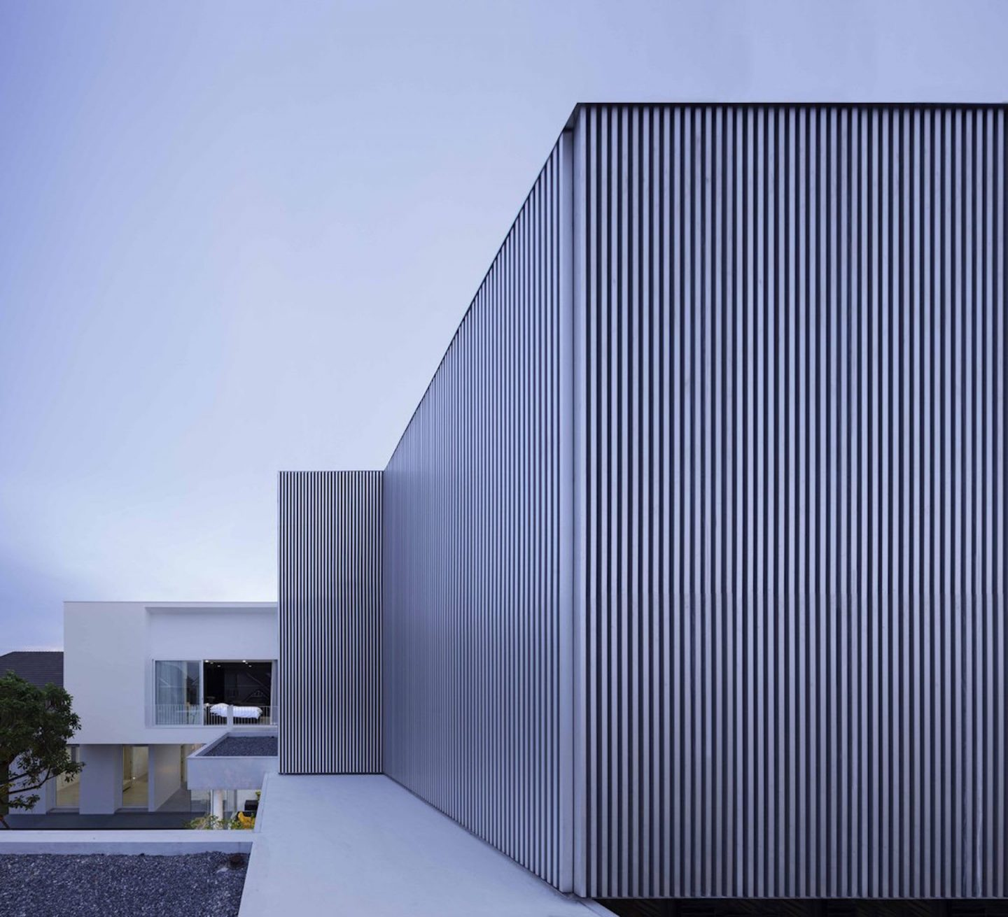 iGNANT-Architecture-Ayutt-And-Associates-Design-White-Box-House-05