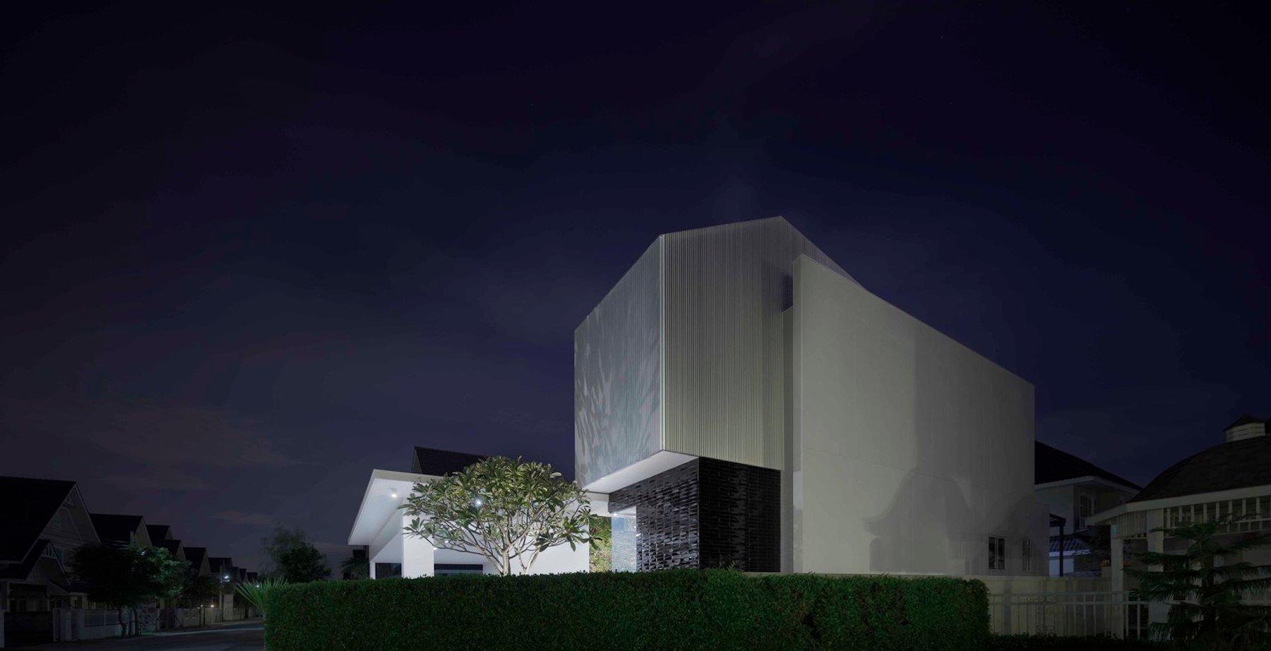iGNANT-Architecture-Ayutt-And-Associates-Design-White-Box-House-10