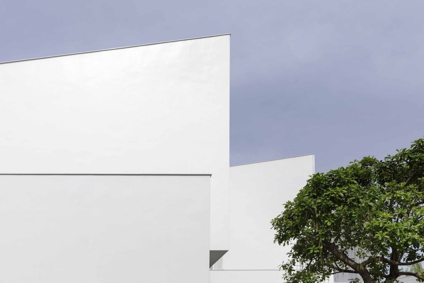 iGNANT-Architecture-Ayutt-And-Associates-Design-White-Box-House-12
