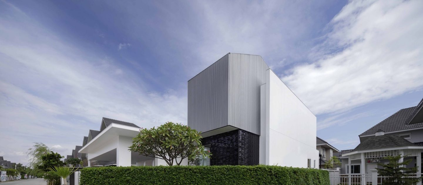 iGNANT-Architecture-Ayutt-And-Associates-Design-White-Box-House-18