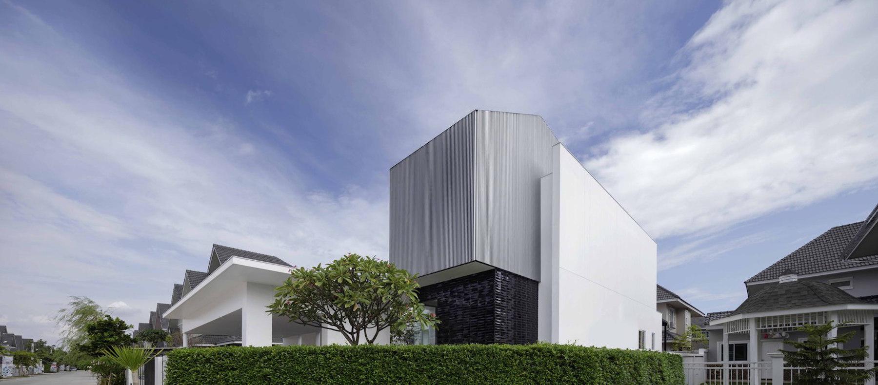iGNANT-Architecture-Ayutt-And-Associates-Design-White-Box-House-18
