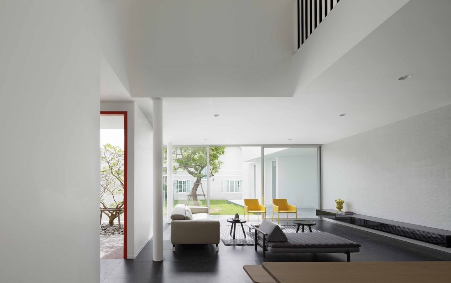 iGNANT-Architecture-Ayutt-And-Associates-Design-White-Box-House-20