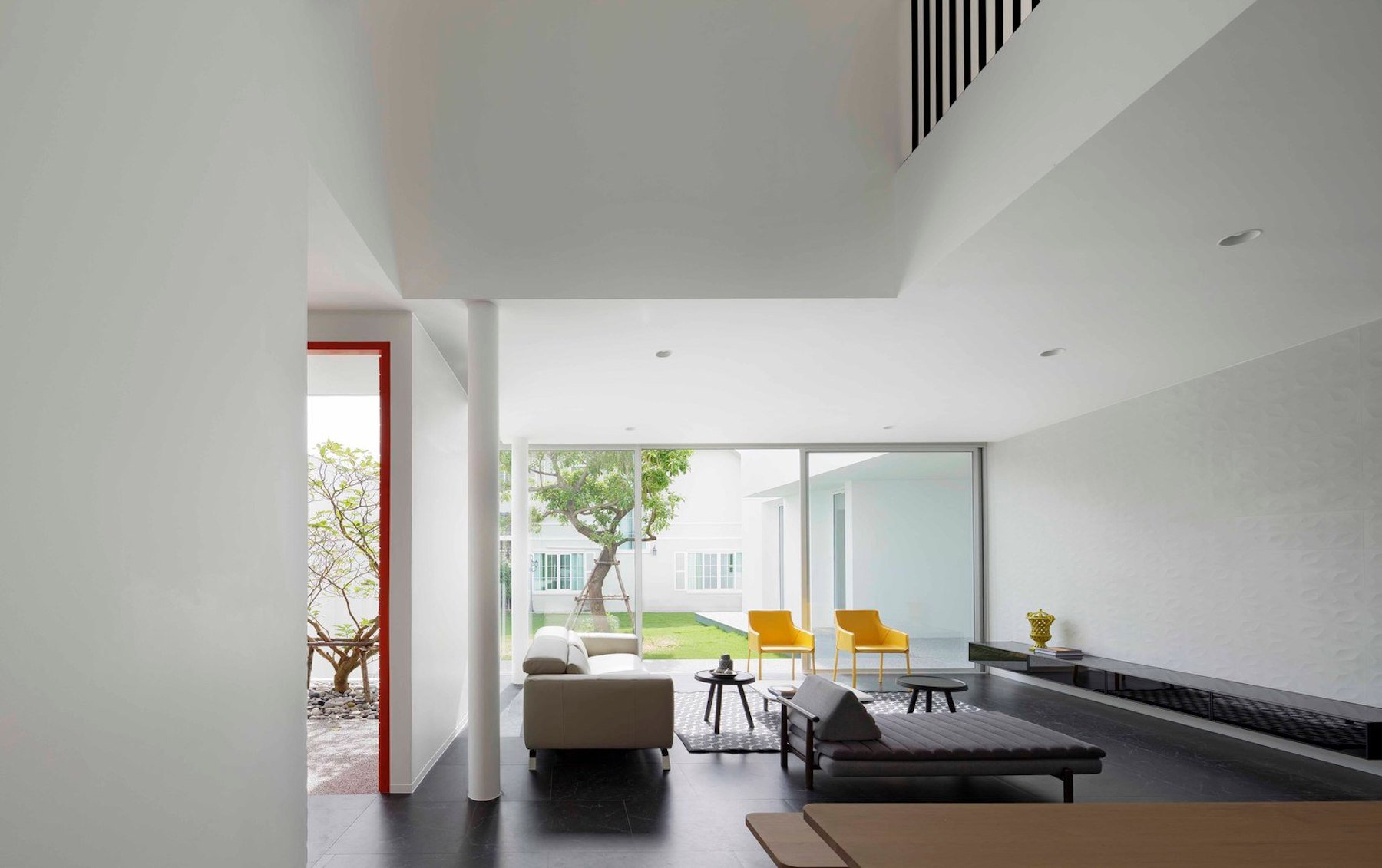 iGNANT-Architecture-Ayutt-And-Associates-Design-White-Box-House-20