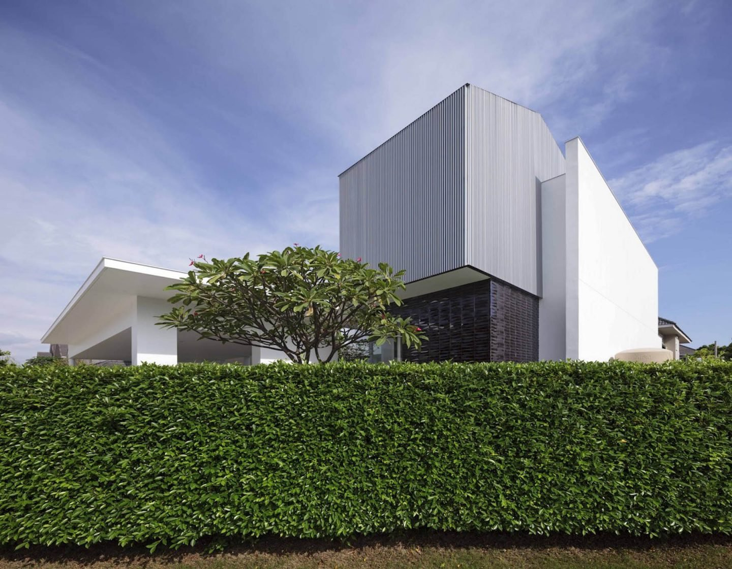 iGNANT-Architecture-Ayutt-And-Associates-Design-White-Box-House-23