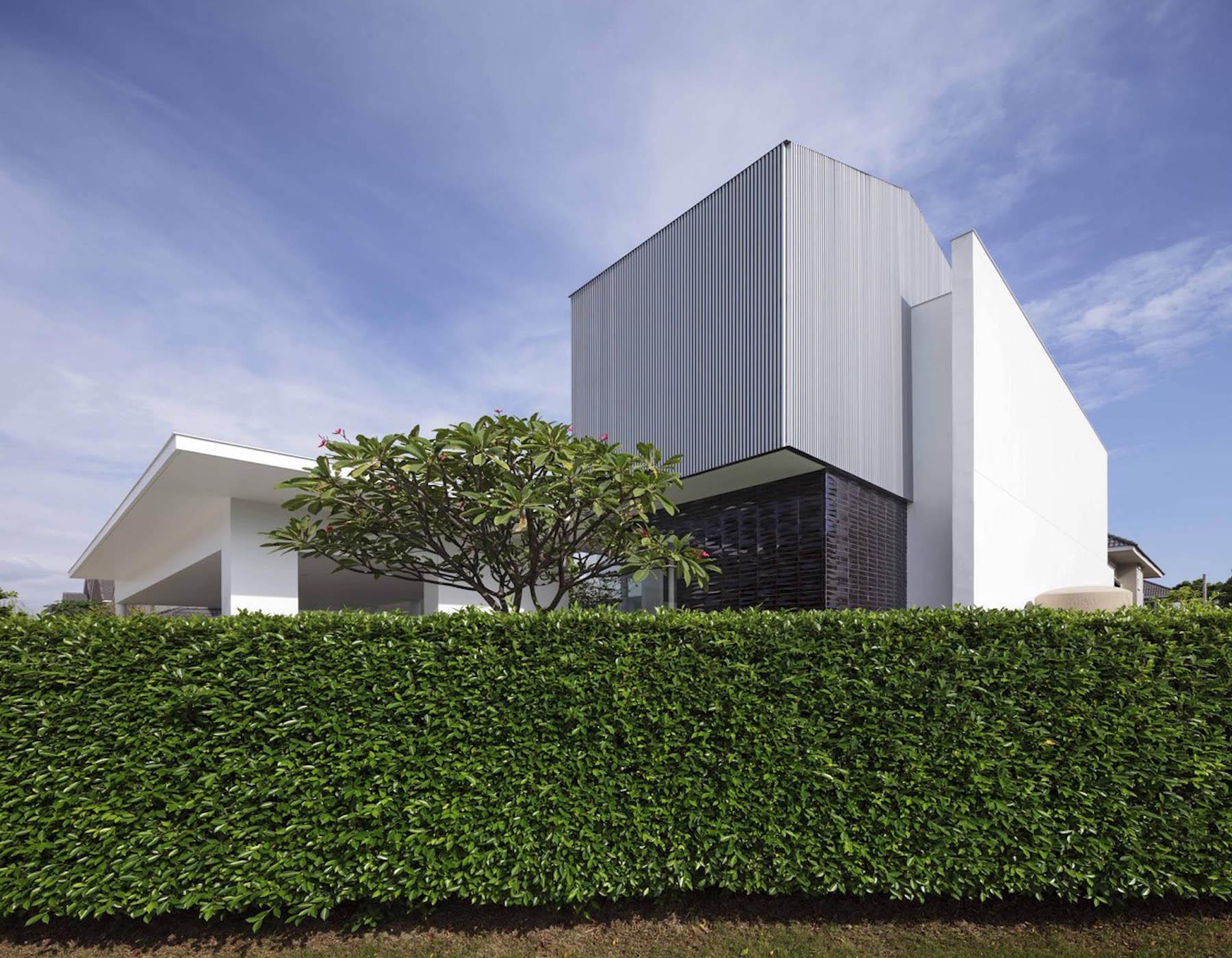 iGNANT-Architecture-Ayutt-And-Associates-Design-White-Box-House-23