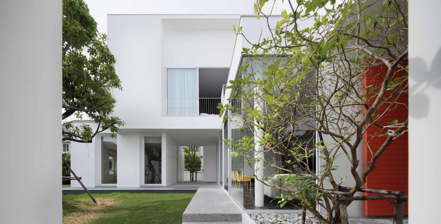 iGNANT-Architecture-Ayutt-And-Associates-Design-White-Box-House-24
