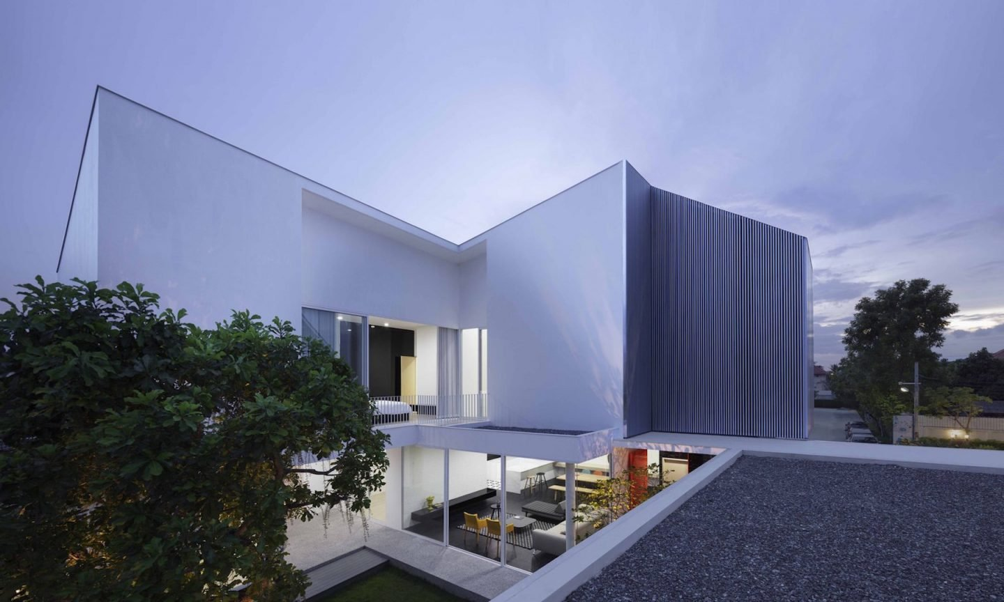 iGNANT-Architecture-Ayutt-And-Associates-Design-White-Box-House-25
