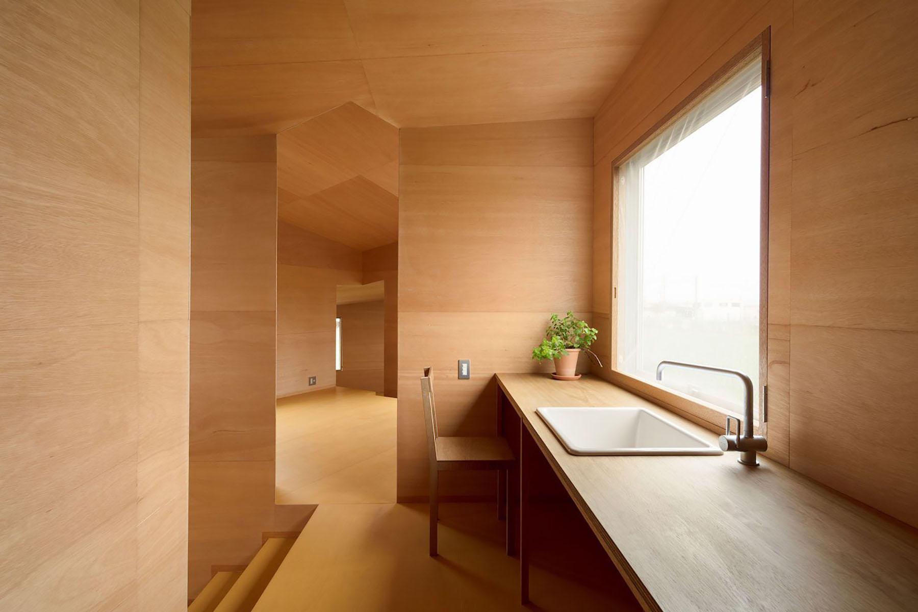 iGNANT-Architecture-Miya-Akiko-Roofs-And-Window-001