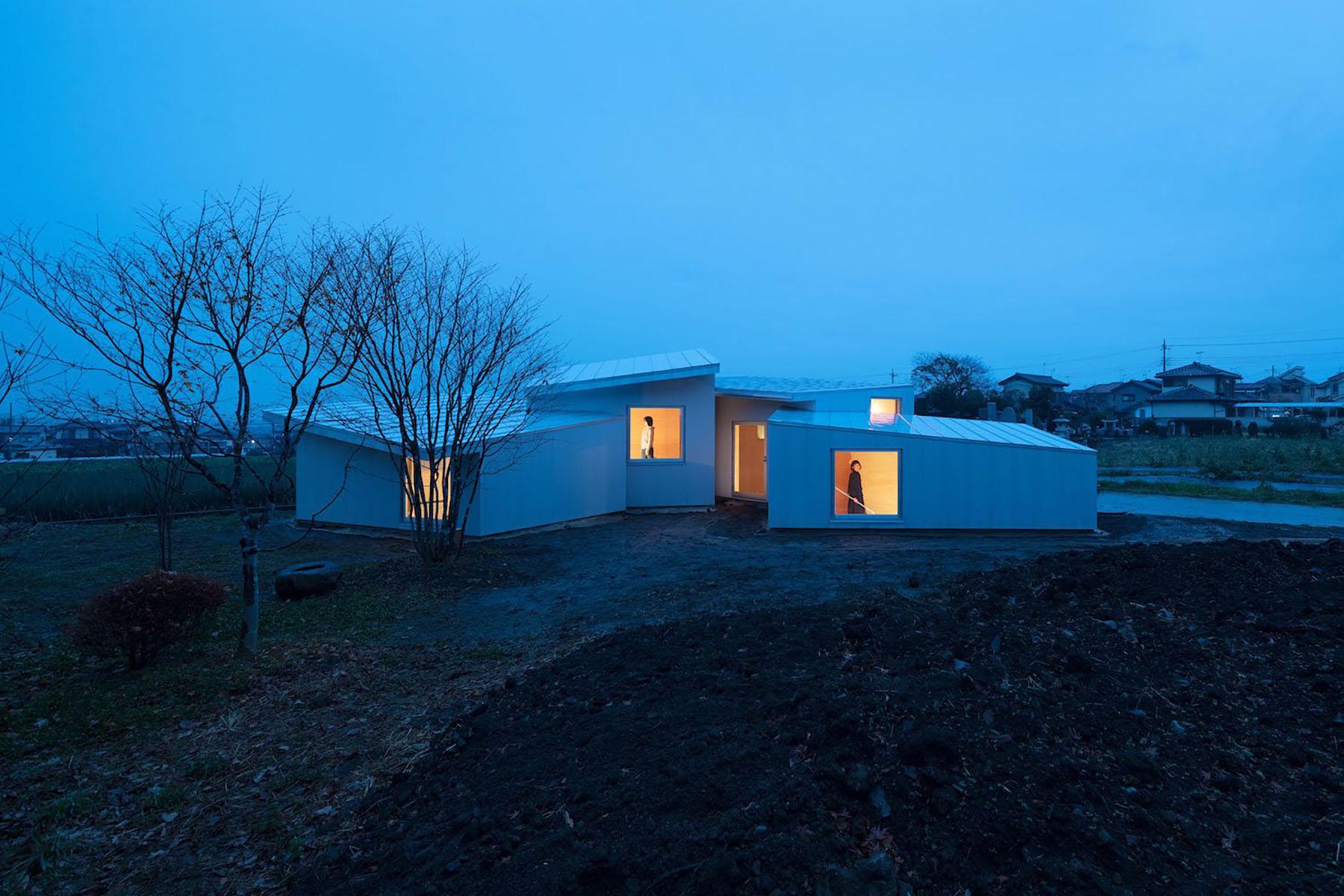 iGNANT-Architecture-Miya-Akiko-Roofs-And-Window-006