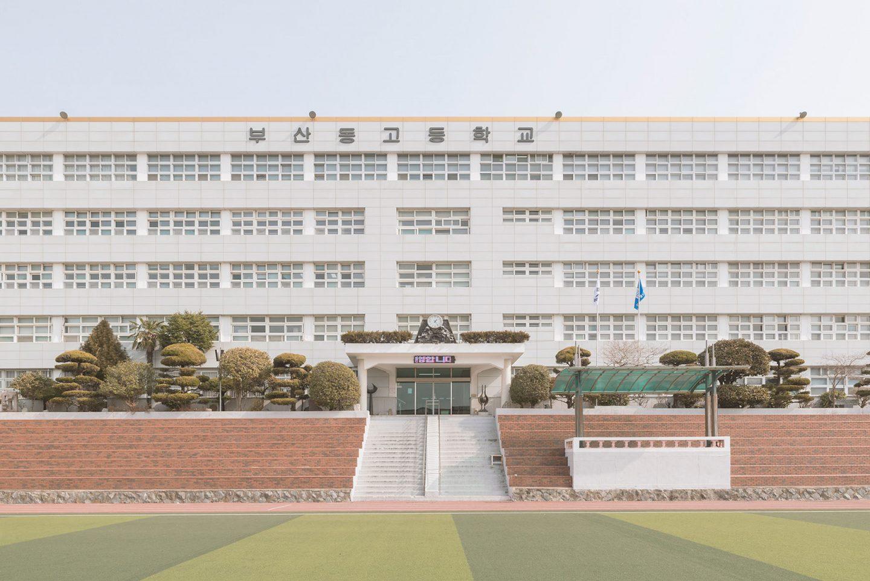 iGNANT-Photography-Andres-Gallardo-Korean-Schooling-03