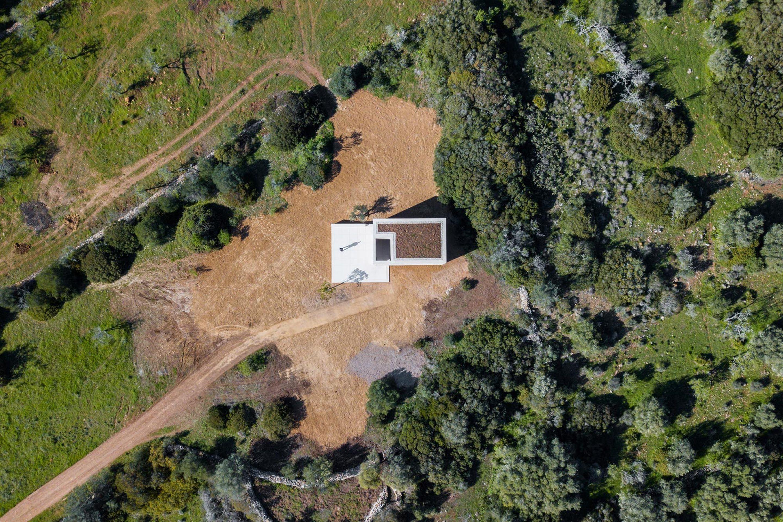 alvaro-siza-viera-capela-do-monte-chapel-algarve-dezeen-2364-col-0