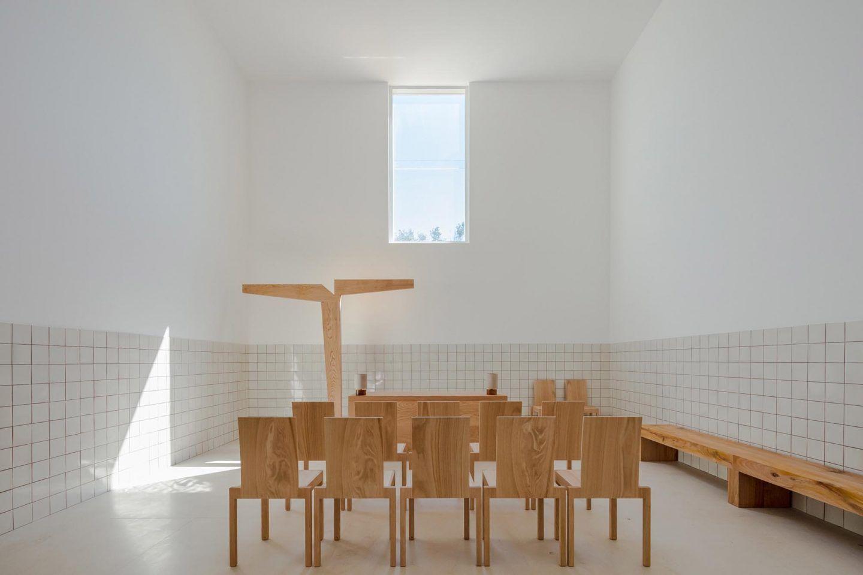 alvaro-siza-viera-capela-do-monte-chapel-algarve-dezeen-2364-col-6