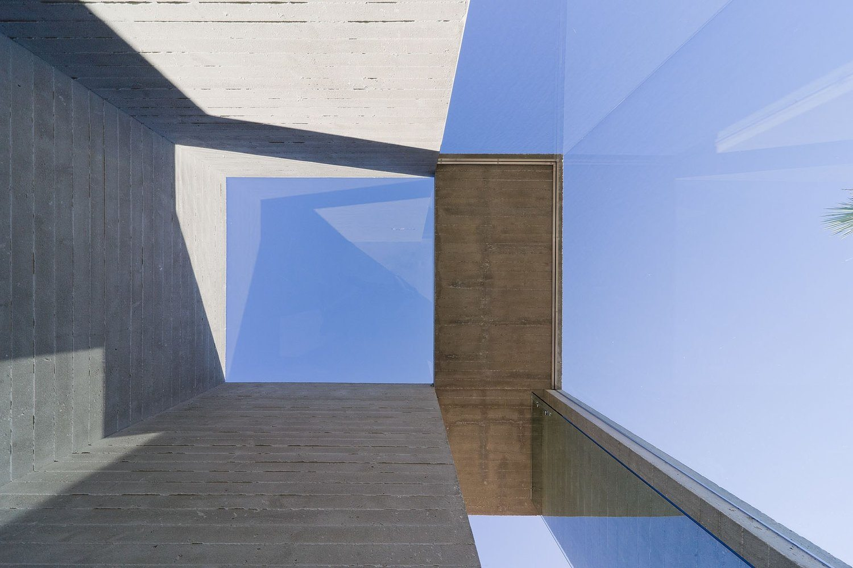 iGNANT-Architecture-Arata-Isozaki-Bedrooms-0011