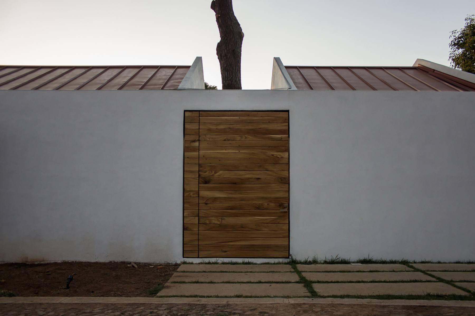 iGNANT-Architecture-EMA-House-Around-A-Pine-Tree-005
