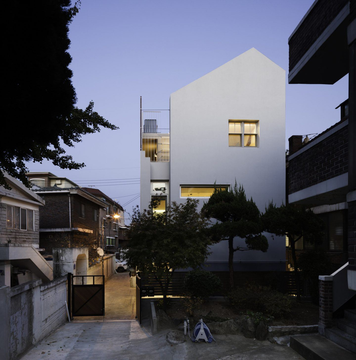 iGNANT-Architecture-A-Round-Architects-Seongsan-Dong-Mix-Use-House-002