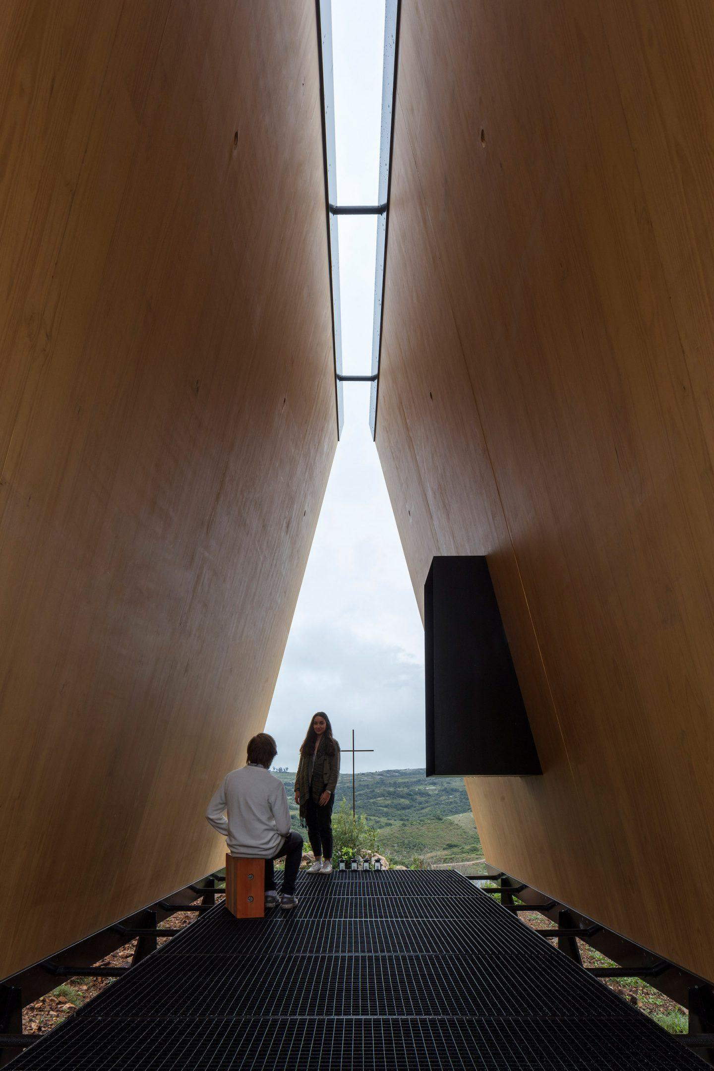 iGNANT-Architecture-MAPA-Sacromonte-Chapel-007