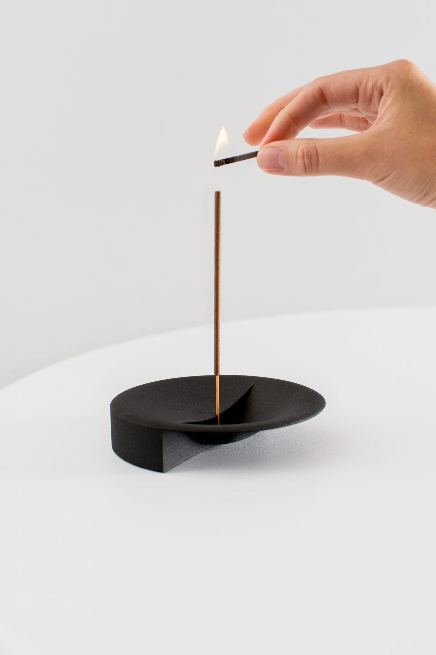 iGNANT-Design-Lukas-Peet-Scent-Tray-008