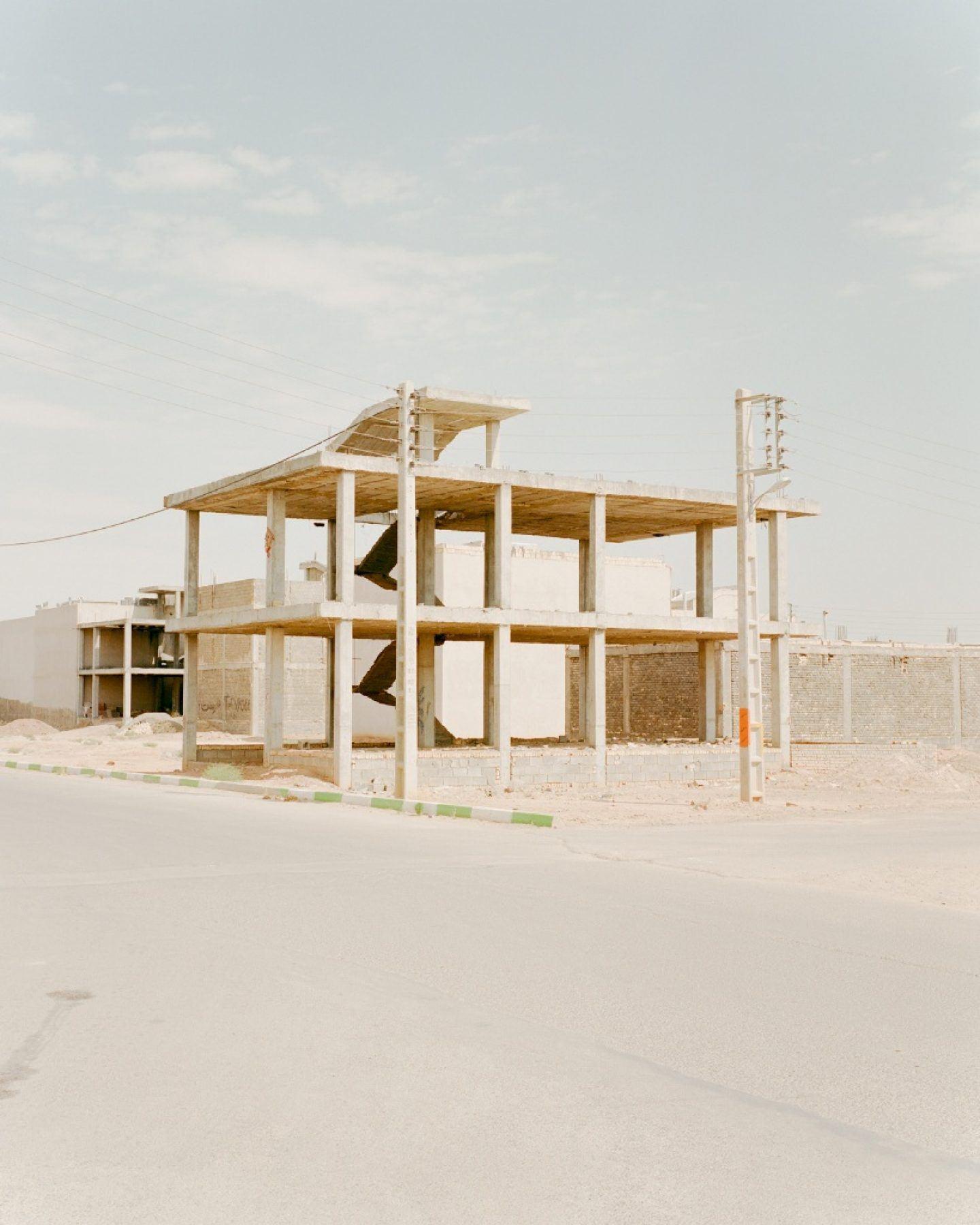 IGNANT-Photography-Matthieu-Litt-Through-The-Walls-2