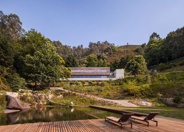 iGNANT-Architecture-Carvalho-Araujo-Geres-House-001