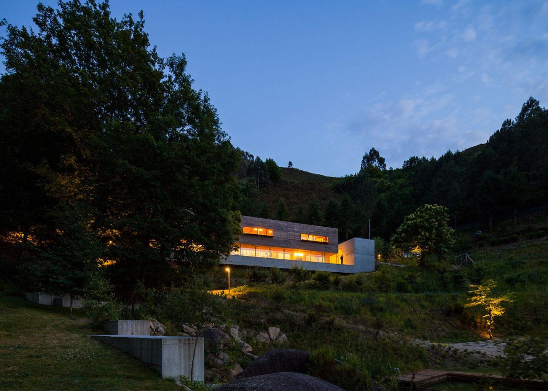 iGNANT-Architecture-Carvalho-Araujo-Geres-House-010